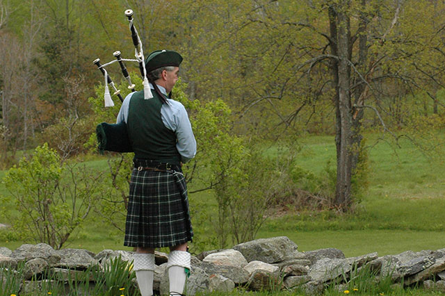 Vancouver Funeral Bagpiper at Church Service, Cemetery, or Memorial Service